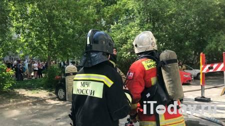 """Пожар в екатеринбургской восьмиэтажке локализован на 500 """"квадратах"""" - 14.05.2021"""
