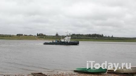 В Архангельске начали проверку после появления радужного пятна в реке - 31.05.2021