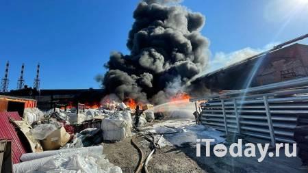 На машиностроительном заводе в Подмосковье загорелся мусор - 03.06.2021