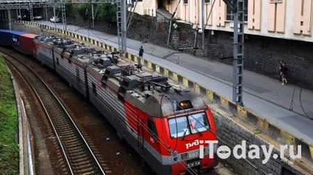 На Кубани поезд превратил легковушку в груду металла, есть погибшие