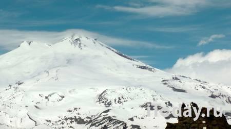 На Эльбрусе спасли провалившегося в ледовую трещину альпиниста - 07.06.2021