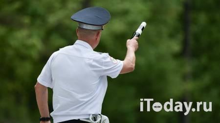 Пьяный тувинец пытался уехать от ГИБДД, зажав инспектора стеклом машины - 09.06.2021