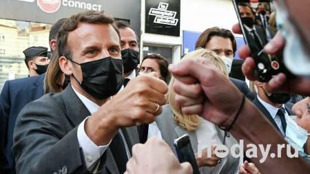 Во Франции огласили приговор мужчине, ударившему Макрона по лицу