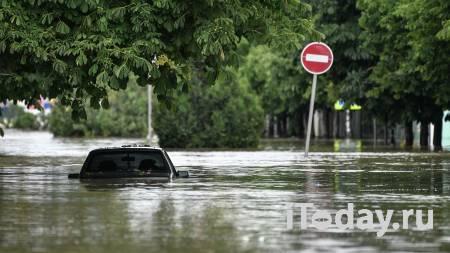 Спасатели в Крыму убрали с улиц и из русел рек более 70 затопленных машин - 20.06.2021
