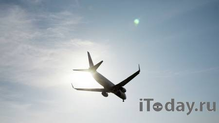 Boeing с проблемами в двигателе успешно приземлился в Симферополе