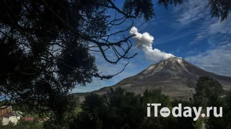 В Индонезии вулкан Синабунг выбросил столб пепла на 4,5 километра - 28.07.2021