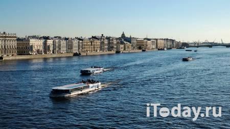 В Санкт-Петербурге на Мойке обстреляли теплоход