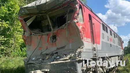 Появилось видео с места столкновения поезда с цементовозом под Калугой