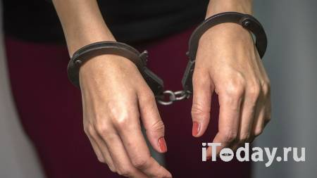 В Крыму голая туристка напала на полицейских - 31.08.2021