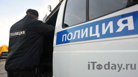 В Екатеринбурге мужчина гулял по улице с автоматами - 03.09.2021