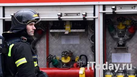 В Саратове загорелось здание станции техобслуживания - 15.09.2021