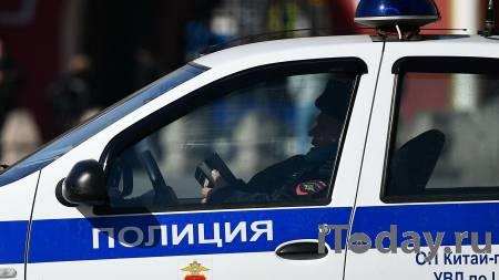На Красной площади задержали мужчин с плакатом в поддержку Навального - 15.09.2021