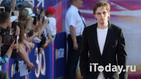 СМИ: уголовное дело по обвинению актера Паля в побоях хоккеиста прекращено - Новости Спорт, 16.09.2021