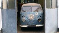 В гараже нашли бусик Volkswagen c необычной историей (фото)